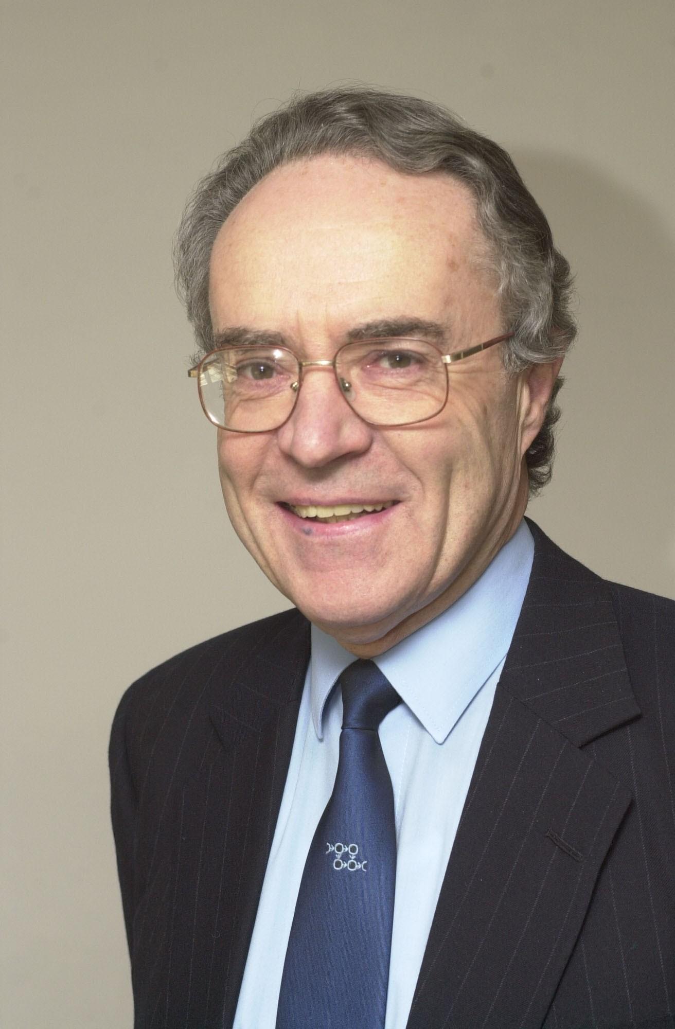 Dr. MartinBarnes Barnes